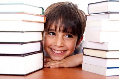 Malac i knjige (Foto: FreeDigitalPhotos)