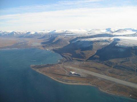 Pogled na Longyearbyen (foto: Ole G. Hertzenberg)