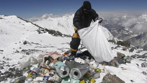 Smeće na M.Everestu (Foto: Flickr)