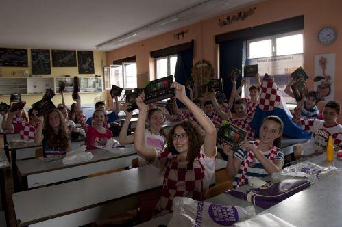 Dodjela tablet uređaja svim učenicima! (Foto: Emmezeta)