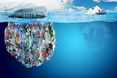Plastika u moru (foto: pixabay.com)